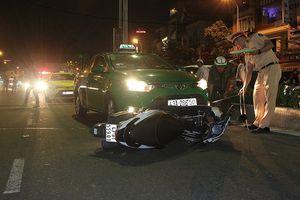 Tránh cán người ngã giữa đường, 2 taxi tông nhau