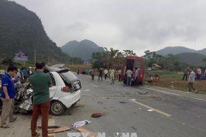 Lâm Đồng: Xe chở khách đâm xe tải gây ách tắc quốc lộ nhiều giờ