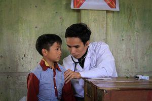 Hàng ngàn bệnh nhân đến khám mỗi ngày, sức nào bác sĩ kham nổi?