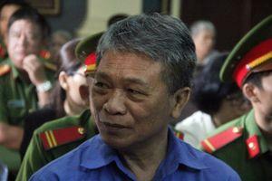 Cựu Chủ tịch Ngân hàng Đại Tín tóc bạc trắng ra tòa cùng 7 đồng phạm