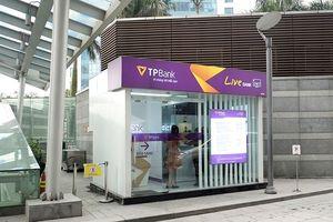 TPBank phát hành thẻ ATM ngay tại chỗ tới khách hàng