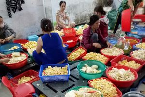 Bắt quả tang cơ sở chế biến chè bẩn ở Đà Nẵng