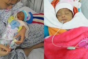 Nỗi cùng cực của cặp vợ chồng chăm hai con sơ sinh bị nhiễm trùng máu