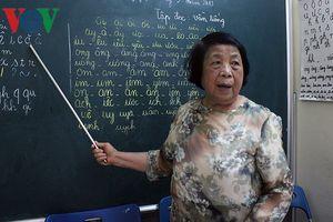 Lớp học 'đa cấp' của cô giáo già 75 tuổi giữa lòng Hà Nội