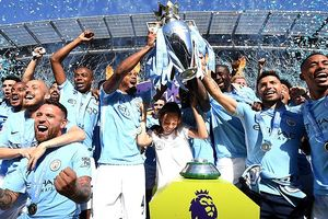 Man City kém vui trong ngày nâng cúp vô địch Premier League