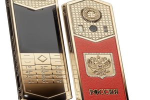Mẫu điện thoại 700 triệu đồng 'mừng' ông Putin nhậm chức