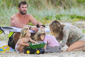 Đằng sau Thor gai góc, cơ bắp là hình ảnh người chồng, người cha tuyệt vời như thế này đây