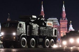Ngắm Moscow trong đêm trên tháp pháo tự hành Msta-S