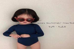 Nhóc tì Hàn Quốc bỗng nổi tiếng làm mẫu cho mẹ bán hàng online