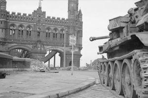 Khi Liên Xô tiến vào Berlin, quân Đồng Minh đang ở đâu?