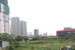 Xót xa 'đất vàng' bỏ hoang ở Hà Nội