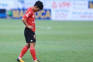 Cầu thủ khiến sao U20 Việt Nam gãy chân bị phạt nặng