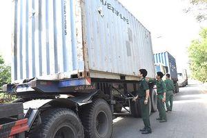 Bắt giữ 64 tấn hóa chất Formalin nghi nhập lậu của Công ty Thuận Phong