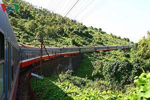 Vẻ đẹp kỳ thú trên cung đường sắt qua đèo Hải Vân