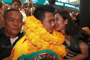 Cuộc tình 'mì gói' của nhà VĐTG quyền Anh Thái Lan kết thúc