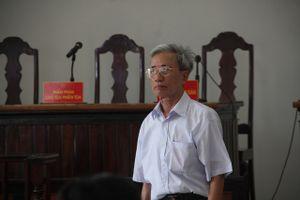 Cụ ông 78 tuổi dâm ô hàng loạt bé gái, than sức yếu trước ngày ra tòa