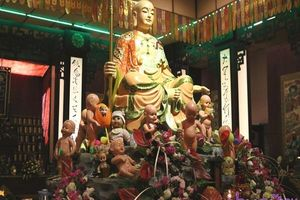 Tâm sự day dứt của người mẹ gửi vong linh con vào chùa: Để tâm hồn vợ chồng thanh thản