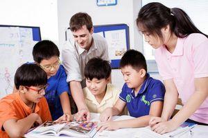 Giáo viên nước ngoài dạy ở trung tâm ngoại ngữ cần có bằng đại học