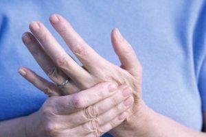 Vì sao nhiều người trẻ bị bệnh viêm khớp ở người lớn tuổi?