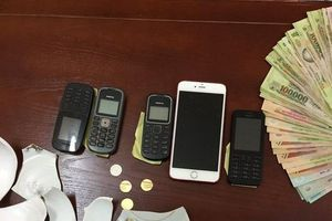 Hưng Yên: Bắt tại trận các con bạc đủ mọi lứa tuổi đang xóc đĩa ăn tiền