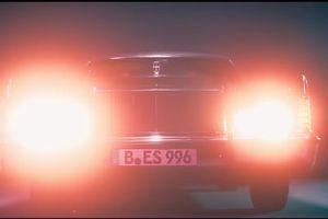 Chiếc xe cổ trong MV 'Chạy ngay đi' của Sơn Tùng là loại gì?