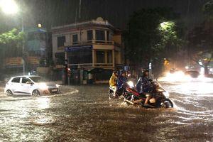 Hà Nội: Lượng mưa 130mm/2h thì chịu sao nổi