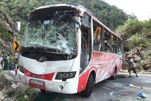 Vụ tai nạn trên đèo Khánh Lê: 'Hướng xe về vách núi để tránh lao xuống vực'