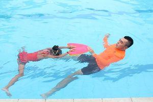 Học bơi ếch có khó không?