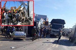 Xe tải mất lái đâm hàng loạt xe máy, 8 người thương vong