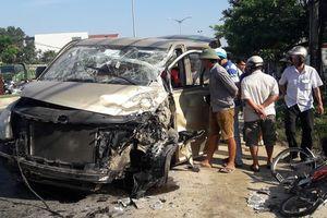 Xe tải va chạm với xe du lịch, 6 người bị thương nặng