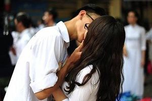10% học sinh lớp 9 quan hệ tình dục: Cha mẹ có nên 'thoáng'?