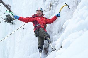 Ông lão cụt chân chinh phục đỉnh Everest ở tuổi 69