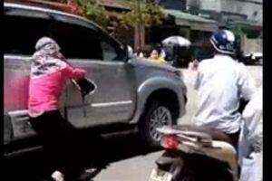 Vụ phát hiện chồng chở bồ nhí trong ô tô, vợ đánh đu trên nắp capo: Trước đó vợ và nhân tình đã xảy ra ẩu đả