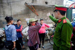 Hà Nội cưỡng chế phá dỡ công trình vi phạm tại mương Nghĩa Đô