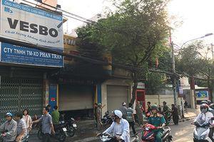 3 người mắc kẹt trong đám cháy tiệm túi xách