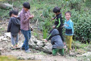 Chuyện không tin nổi về những cậu con trai mọc 'cô bé' của con gái ở Hà Giang