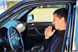 Những cách đơn giản để xử lý mùi hôi trong xe hơi