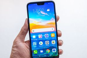 Smartphone Honor 10 ra mắt, dùng màn hình 'tai thỏ'