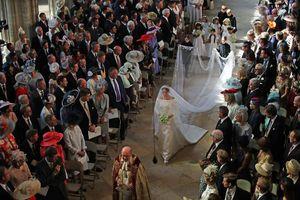 Cận cảnh váy cưới cổ tích của Meghan Marklen trong hôn lễ hoàng gia