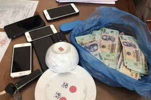 Bắt sới bạc thu giữ hơn 100 triệu đồng, bắt 13 đối tượng