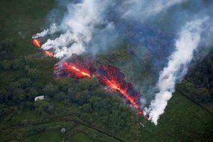 Hãi hùng cảnh núi lửa Kilanuea phun trào tạo nên cột khói bụi cao hàng nghìn mét trên bầu trời Hawaii