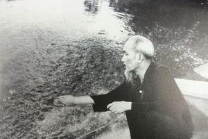 GS Hoàng Chí Bảo: 'Học tập Bác Hồ, đừng thần thánh hóa Bác'