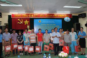 Urenco Hà Nội tặng quà cho công nhân có hoàn cảnh khó khăn