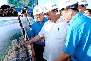 Thủ tướng Nguyễn Xuân Phúc thị sát Khu thiết chế Công đoàn ở Hà Nam