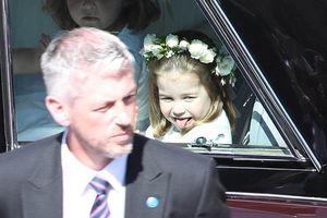 Công chúa Charlotte làm tan chảy trái tim khách mời trong đám cưới hoàng gia