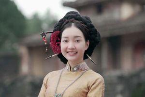 Vì sao 'Nàng thơ xứ Huế' ăn mặc như nàng Dae Jang Geum của Hàn Quốc?