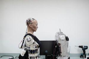 Sự thật robot muốn 'hủy diệt loài người', tuyên bố có thể làm tổng thống tốt hơn ông Trump