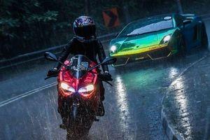 Ngắm nữ biker xinh đẹp cưỡi Ducati thách thức Lamborghini