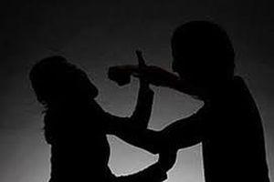 Hà Nội: Mâu thuẫn do ghen tuông, chồng cầm dao đâm vợ tử vong