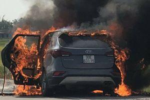 Nhiều vụ ô tô bỗng dưng bốc cháy 'gọi tên' Hyundai SantaFe